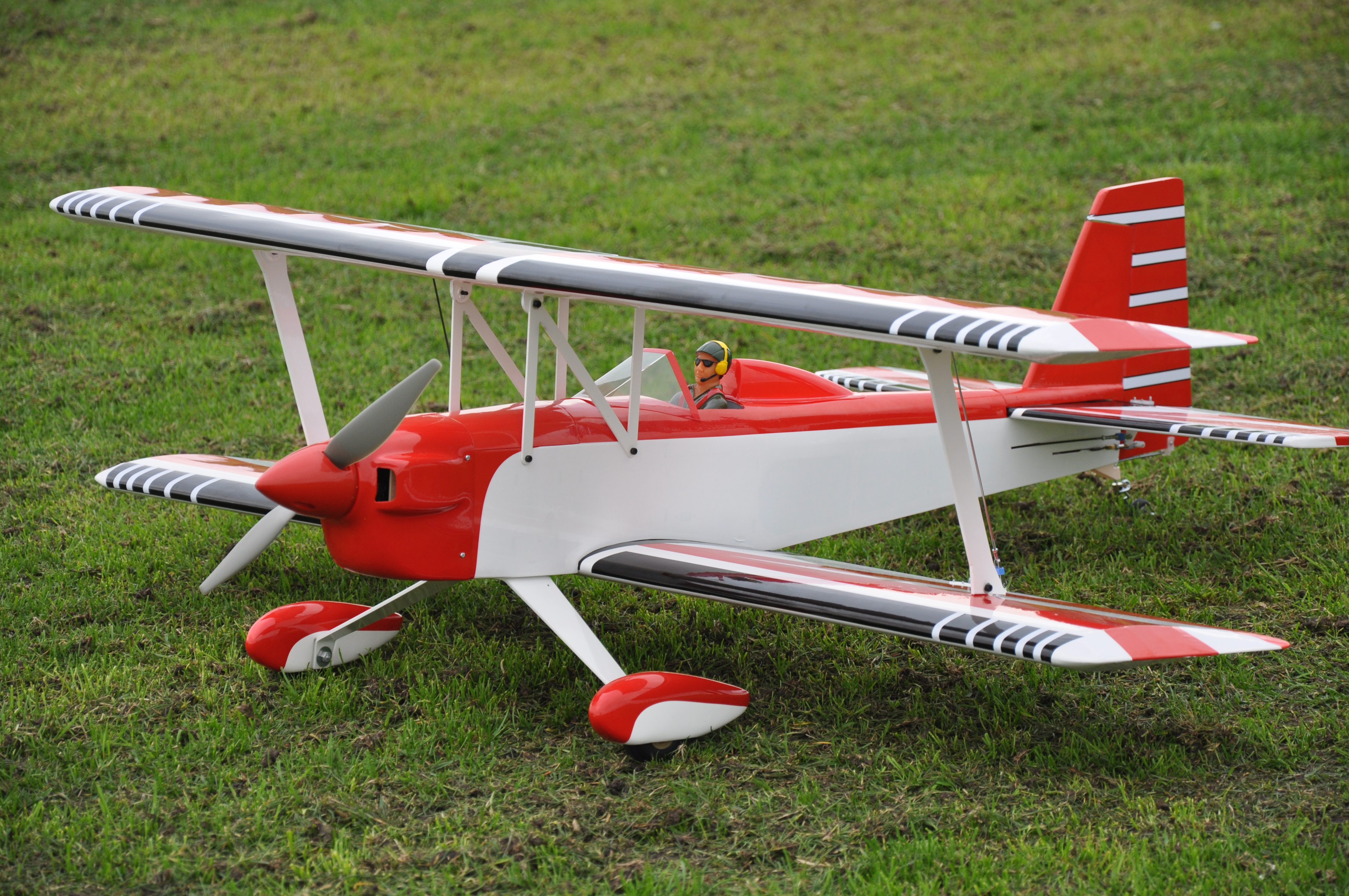 MAX THRUST PRO-BUILD BALSA DOUBLE TROUBLE RED - IC OR ELEC